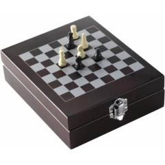 4-delni set za vino s šahom v leseni darilni škatli Chess, temno rjava 6832-11